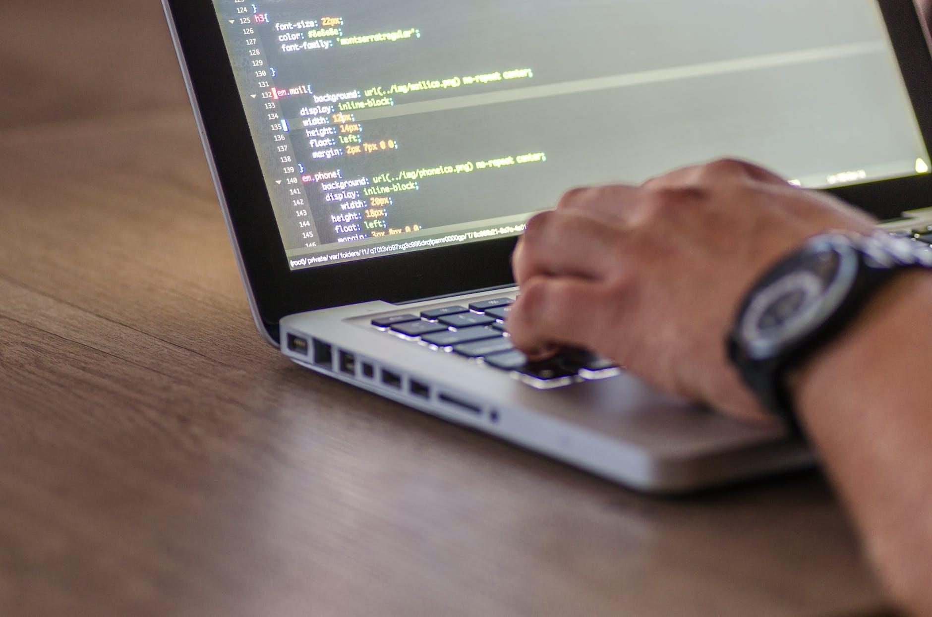 Come lavorare nel settore dello sviluppo software