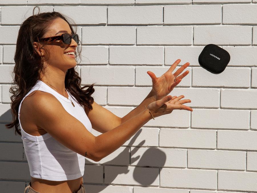 Il nuovo speaker Bluetooth compatto GX-BT60 di Sharp: potente e compatto